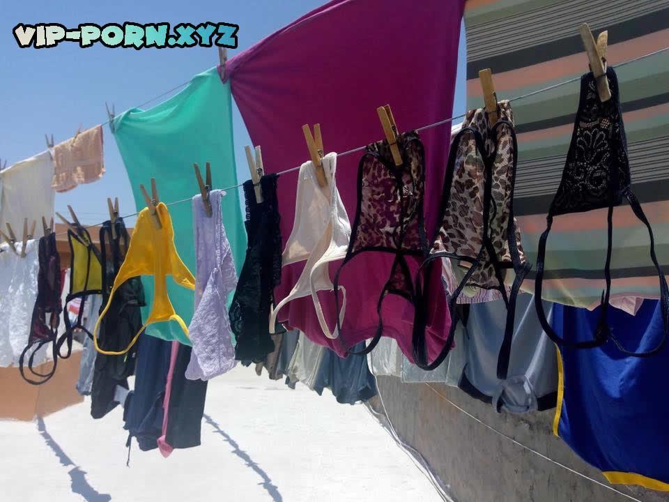 ropa interior de la vecina en el tendedero