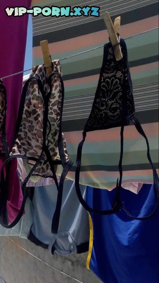 ropa interior en el tendedero